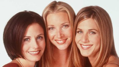 Photo of Jennifer Aniston and Lisa Kudrow Love Watching Friends Bloopers—Here's Why