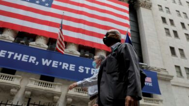 Photo of US stocks climb as better-than-expected jobless claims offset stimulus concerns
